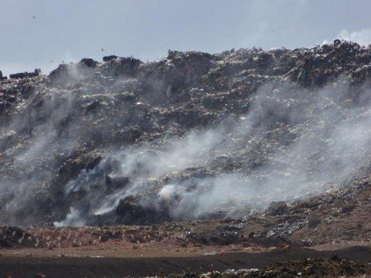 La montagne de détritus atteint maintenant une hauteur de 50 m. Les dernières pluies fragilisent l'ensemble qui pourrait connaître un effondrement. Le biogaz dégagé par la fermentation de la matière organique peut maintenant provoquer des explosions. La nappe phréatique est contaminée dans un rayon de 15 km selon un spécialiste. Du côté d ela ville de Casablanca, il n'y a toujours aucune avancée significative.